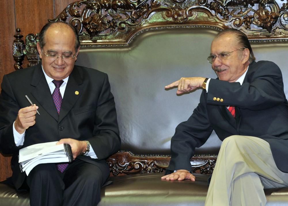 Brasília - O presidente do Senado, José Sarney, recebe presidente do Supremo Tribunal Federal, Gilmar Mendes, que entregou o plano de gestão para o funcionamento de varas criminais e de execuçao penal