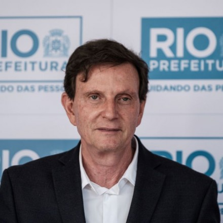 Crivella tira R$ 22 mi de conservação para publicidade e, após enchente, diz: Rio passou no teste