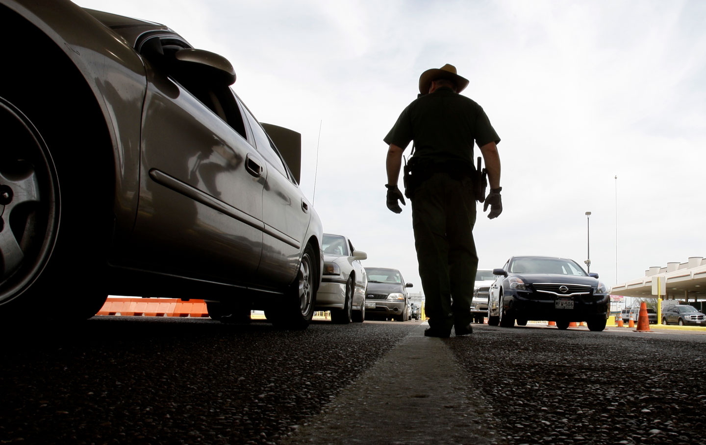 A U.S. Customs and Border Protection agent checks traffic leaving the U.S. to Mexico in Laredo, Texas, Thursday, April 23, 2009. (AP Photo/LM Otero)