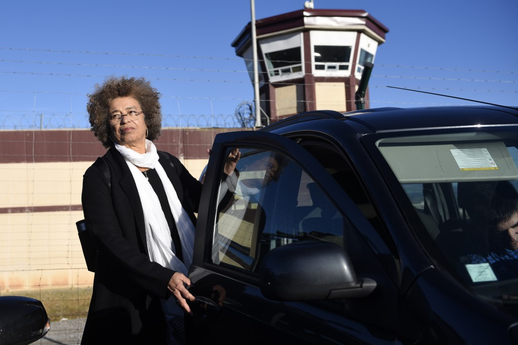 """US political activist Angela Yvonne Davis leaves the """"Centro Penitenciario de Logrono"""" prison after her attempt to visit the imprisoned leader of the Basque Patriotic Left movement Arnaldo Otegi on February 7, 2016, in the northern Spanish city of Logrono. Although Angela Davis had received the permission to visit Arnaldo Otegi, the prison of Logrono finally denied it. Arnaldo Otegi is imprisoned since 2009 and will be released on March 1, 2016. AFP PHOTO / ANDER GILLENEA / AFP / ANDER GILLENEA (Photo credit should read ANDER GILLENEA/AFP/Getty Images)"""