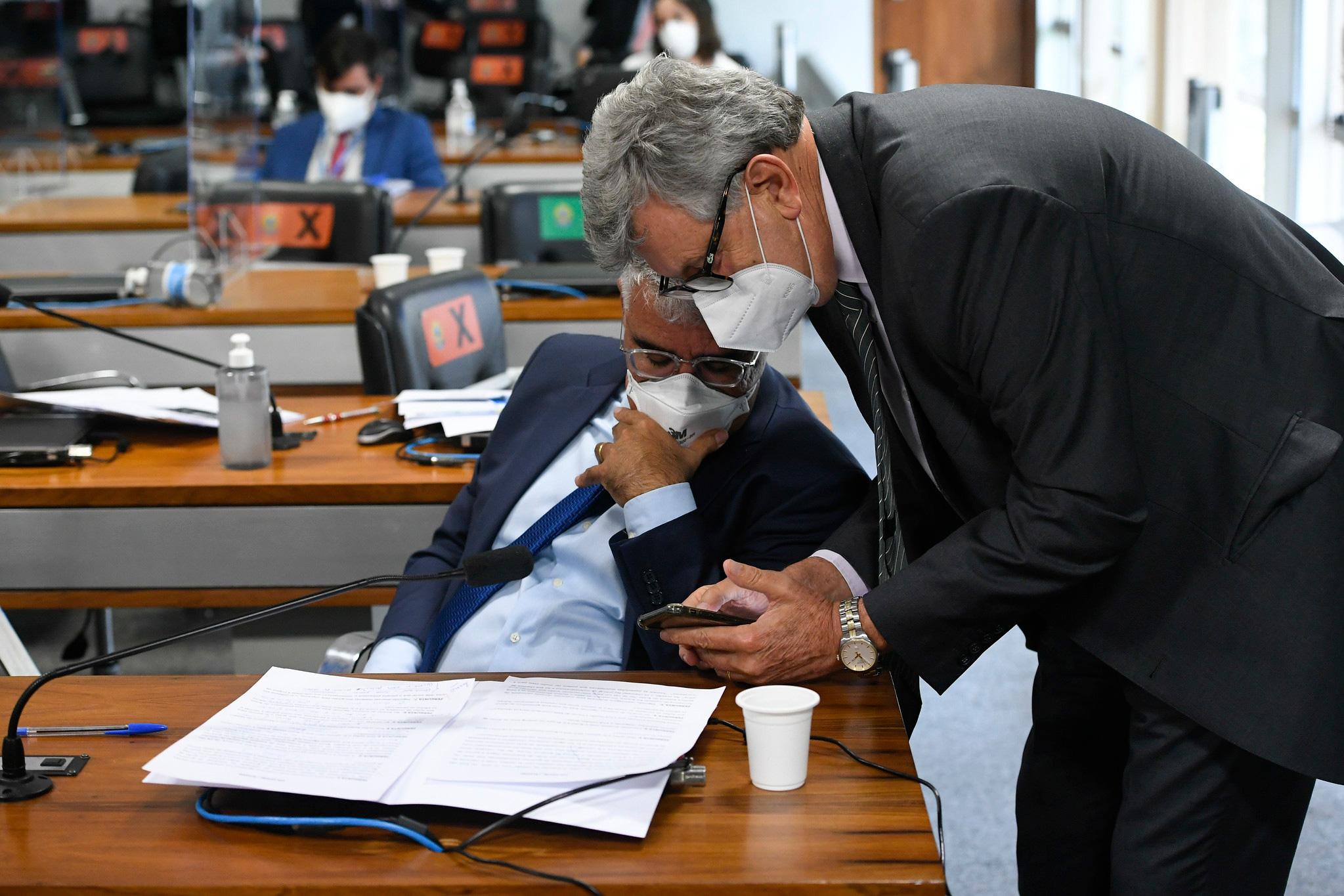 O negacionismo como estratégia: como o trio governista opera para tentar esvaziar a CPI da Covid